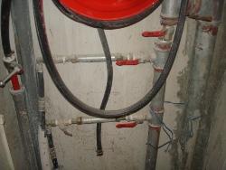 צינור כיבוי אש מנותק מאספקת מים