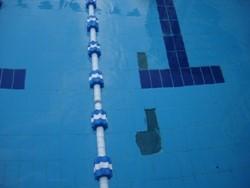 חיפוי מתנתק בבריכה בבניין משותף