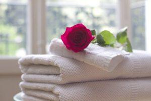רטיבות בתקרה במקלחת
