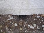 חוסר בהגנה על איטום קירות חוץ מאבנים ושורשים