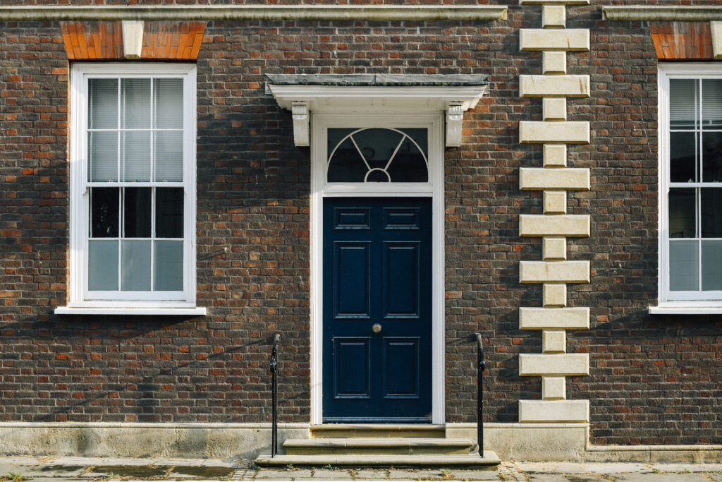 דלתות כניסה לדירה
