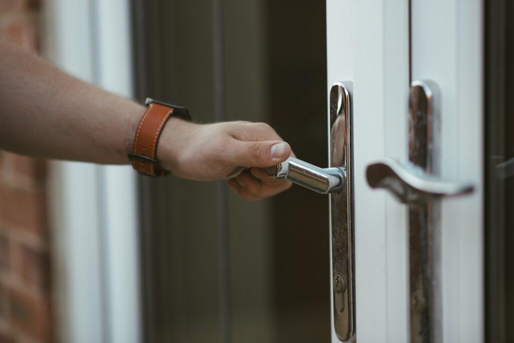 דלתות קבלנים